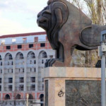 Az albán liberális tragikomédiája