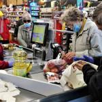 Nyűggé vált az idősebbek vásárlási idősávja