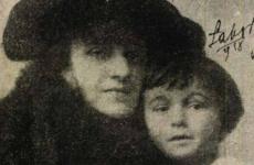 Karinthyt a kisfia tartotta életben
