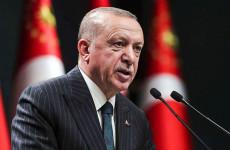 Erdogan atomot dobott a liberálisokra