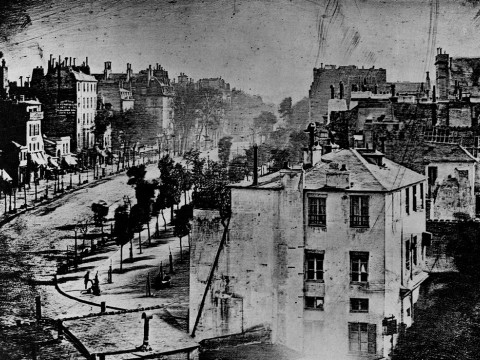 Fotó: Louis-Jacques-Mandé Daguerre: A Boulevard du Temple látképe, Párizs, 1839. Bayerisches Nationalmuseum, Munich gyűjteményében
