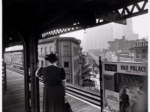 Fotó: Arnold Eagle: New York, Chatham Square Station, 1937 © The International Center of Photography