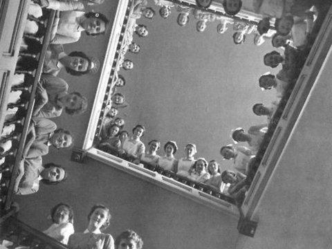 Fotó: Alfred Eisenstaedt: Nurses at Roosevelt Hospital, New York City, 1937.