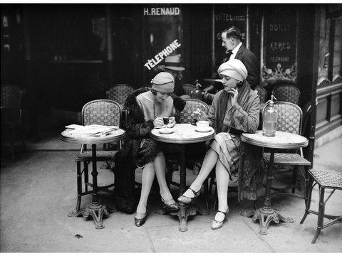 Fotó: Maurice-Louis Branger: A la terrasse d'un café, Paris, vers 1925