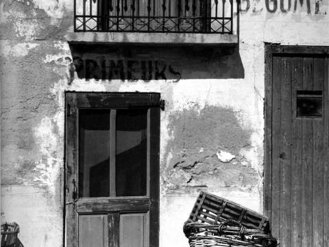 Fotó: Paul Strand: Shop, Le Bacares, Pyrenees orientales, France, 1950