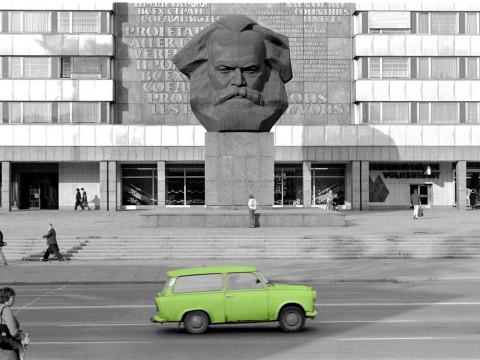 Fotó: Tímár Péter: Részlet az Élhető szocializmus című sorozatból, Karl-Marx-Stadt, NDK © Tímár Péter  (forrás: timarpeter.hu)