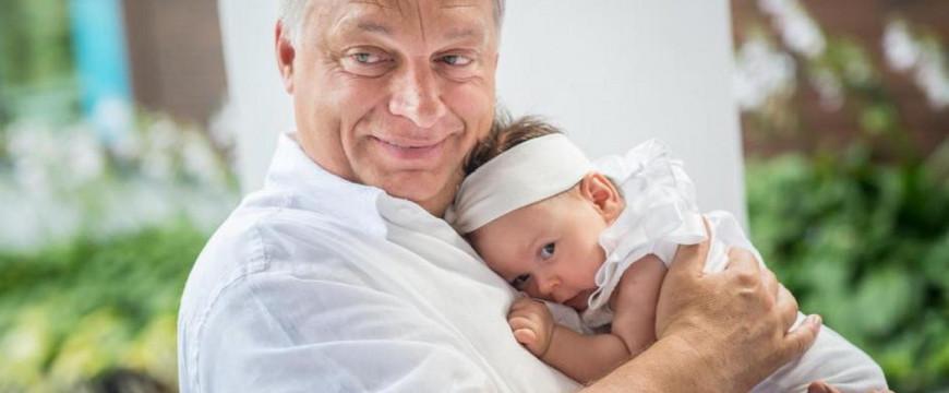 Nézni is gyűlölik Orbánt a kisunokájával