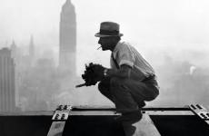 Fotó: Ismeretlen: Charles C. Ebbets munka közben, 1932