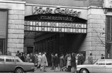 Fotó: Budapest, VII. Erzsébet (Lenin) körút, Vörös Csillag mozi, 1977 orig: Urbán Tamás (fortepan.hu)