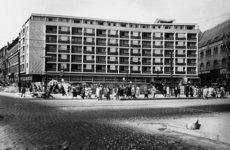 Fotó: A Lottó-ház az Üllői út és a Ferenc körút sarkán, 1962 © Budapesti Városépítési Tervező Vállalat