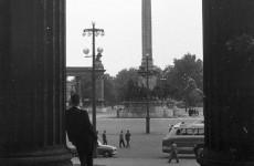 Fotó: Hősök tere, a Szépművészeti Múzeum oszlopsorától nézve, 1962  © Lencse Zoltán/Fortepan