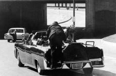Fotó: James W. Ike Altgens: A John F. Kennedy elleni merénylet, Dallas, 1963. november 22. © James W. Ike Altgens / AP